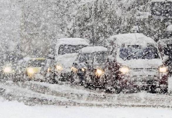 Мокрый снег принес в Украину гололедицу и большое количество ДТП