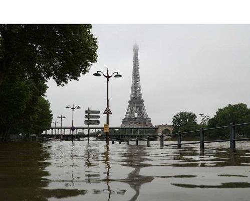 Повінь в Парижі стало причиною евакуації 1,5 тисячі жителів