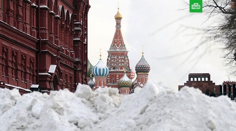 Синоптики сообщили, когда растают снежные сугробы в Москве