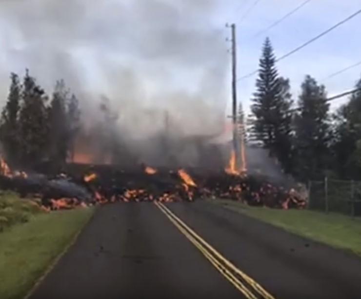 На Гавайских островах продолжается разрушительное извержение вулкана