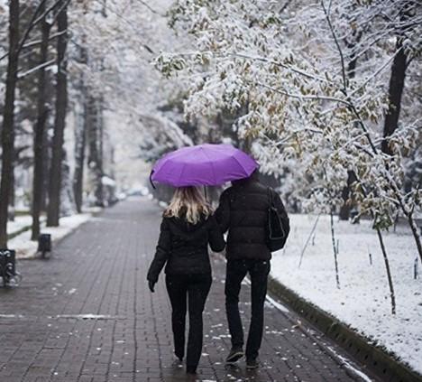 Мокрый снег на западе страны