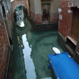 Коронавирус последствия: Чистые каналы в Венеции и очищение воздуха по всей Италии