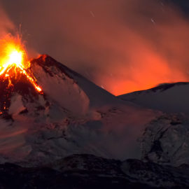 На Сицилії почалося потужне виверження вулкану Етна: видовищні фото і відео